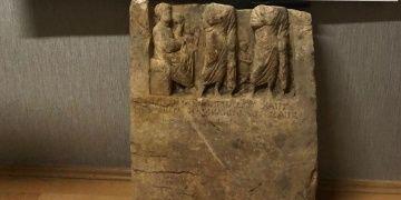 Balıkesirde satılmak istenen 2 bin yıllık kırık mezar steli yakalandı