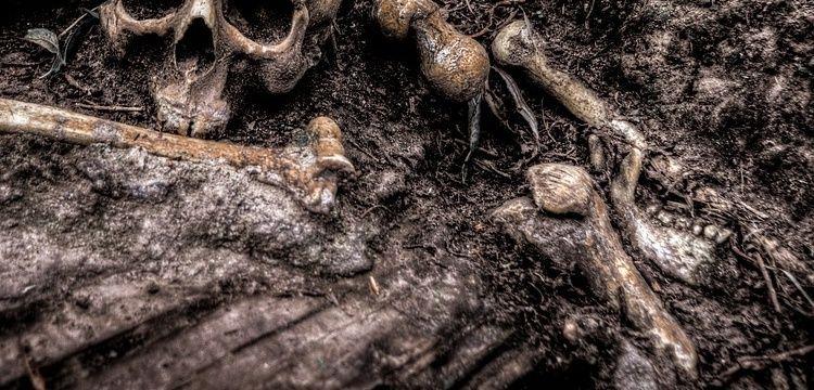 Eski Rum Mezarlığı alanındaki göçük kemikleri ortaya çıkardı