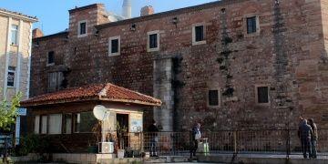 Tarihi Rüstempaşa Kervansarayında yangın ucuz atlatıldı