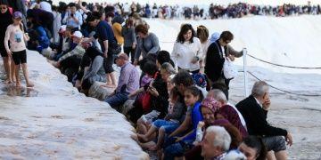 Pamukkale travertenlerine 3 saatte 15 bin kişi akın etti