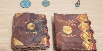 Adanada tarihi eser olduğu sanılan 2 İncil, 2 sikke ve 1 mühür yakalandı