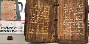 1300 yıllık olduğu sanılan papirüse Arapça yazılı kitap yakalandı