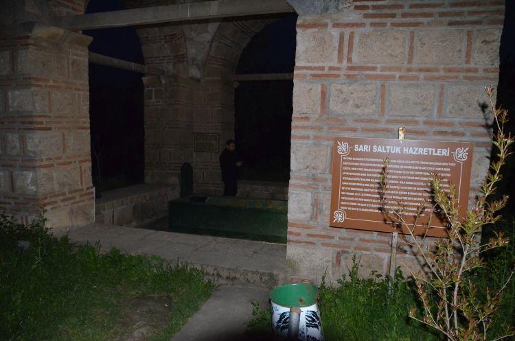 İznik'teki Sarı Saltuk türbesinde define kazısı