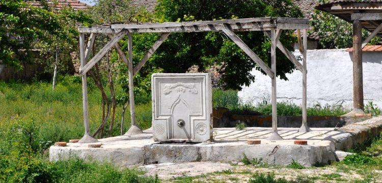 Bahçesindeki 120 yıllık tarihi çeşmeyi Amasya Müzesine bağışladı