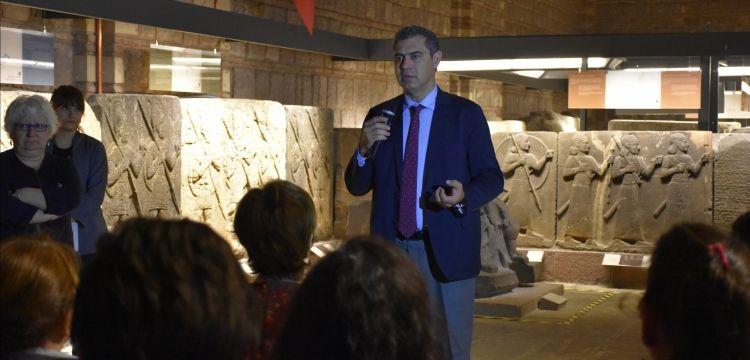 Öğretmenler Anadolu Medeniyetleri Müzesi'nin arkeolojik ikliminde eğitildi