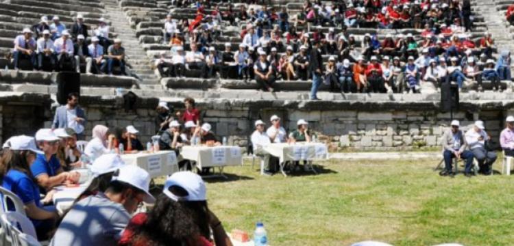 Öğrenciler Milet Antik Kenti'nde tarihi bilgilerini yarıştırdılar