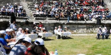 Öğrenciler Milet Antik Kentinde tarihi bilgilerini yarıştırdılar