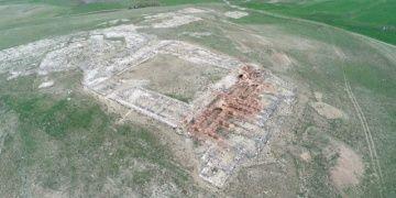 Ünlü Hitit ikiz boğa heykelinin bulunduğu Sarissa unutulmamak istiyor