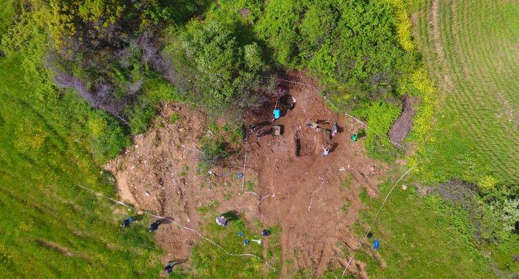Çanakkale'nin Lapseki ilçesindeki kaçak kazıda zemin mozaiği bulundu