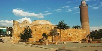 Cacabey Medresesi halk arasında Cıncıklı Cami olarak biliniyor