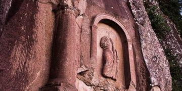 Kuşkayası Yol Anıtında kazı yapan defineciler bu kez kaçamadı
