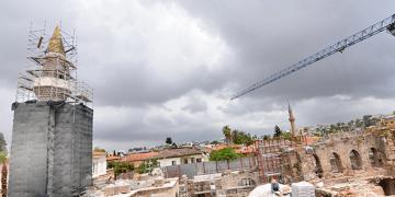 Şehzade Korkut Camisinin minaresindeki külah Antalyayı ikiye böldü