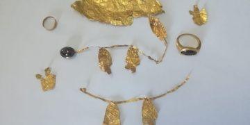 Sivasta 2 bin yıllık altın taç ve yüzükler yakalandı