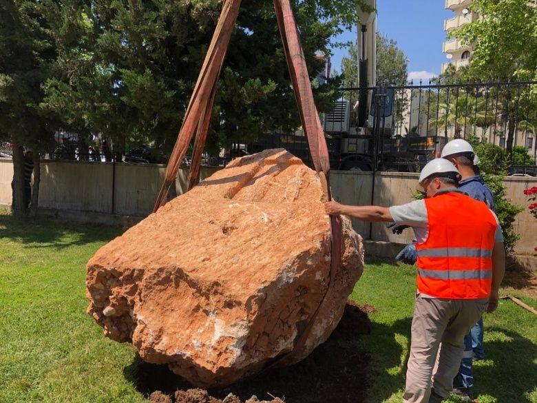 Adıyaman'da bulunan 10 tonluk Roma Kaya Anıtı müzeye böyle taşındı