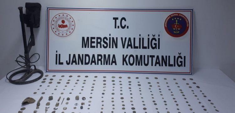 Tarsus'ta bir definecinin evinde 244 tarihi eser yakalandı