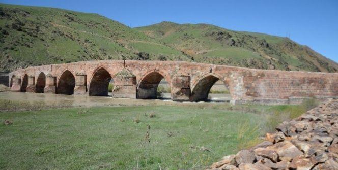 Anadoludaki İlhanlı yadigarı 700 yıllık Çobandede Köprüsü