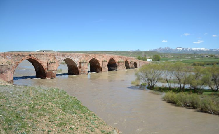 Anadolu'daki İlhanlı yadigarı 700 yıllık Çobandede Köprüsü