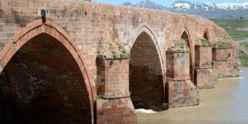 721 yıldır yıkılmayan Çobandede Köprüsü