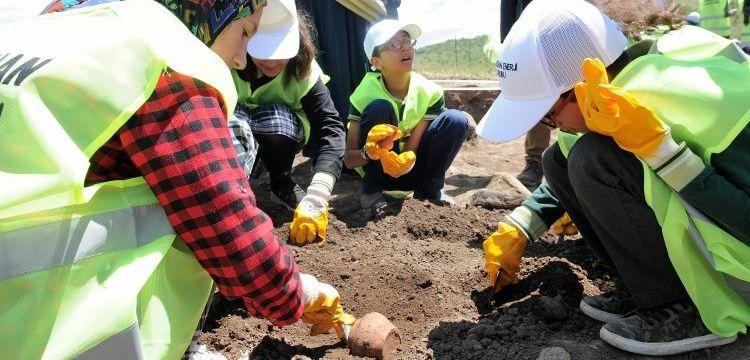 Elazığlı öğrenciler Bingöl'de Norik Höyüğünde arkeoloji alemiyle tanıştı