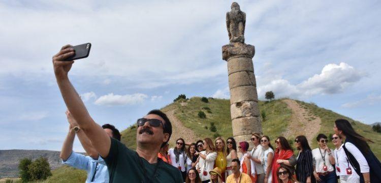 Adıyaman'ı gezen ünlüler Nemrut Dağı'ndan güneşin batışını seyretti