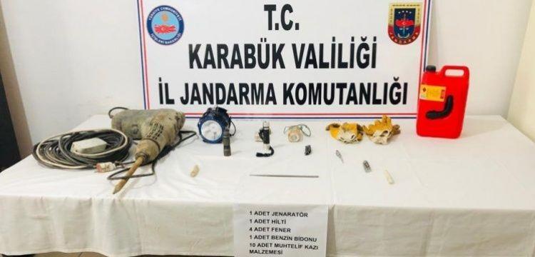 Karabük'te 3 defineci kaçak kazı yaparken yakalandı