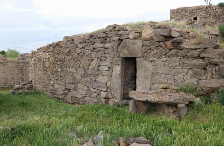 3500 Yıllık Luvi hiyeroglifli Hitit Yazıtı Kapadokya'daki ahırın duvarlarında