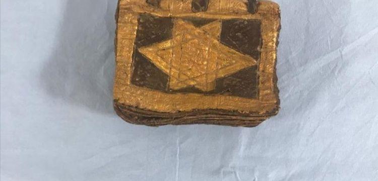 İzmir'de 1500 yıllık olduğu tahmin edilen İbranice kitap yakalandı