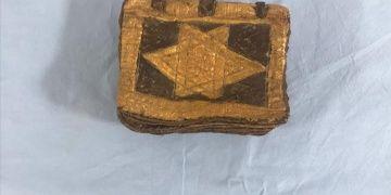 İzmirde 1500 yıllık olduğu tahmin edilen İbranice kitap yakalandı