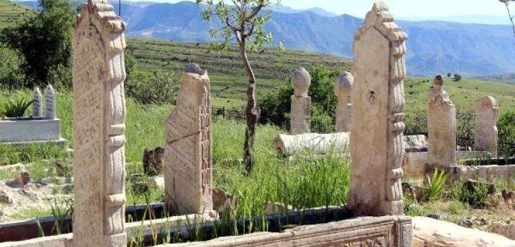 Siirt'in Tillo ilçesindeki gizemli mezarlıkta 2 yıldır kazı yapılıyor