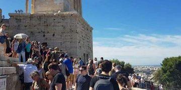 Parthenon Tapınağına turistler yoğun ilgi gösteriyor