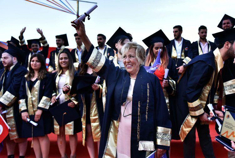 65 yaşındaki emekli öğretmen Aynur Kaçıra arkeoloji aşkı nedir gösterdi