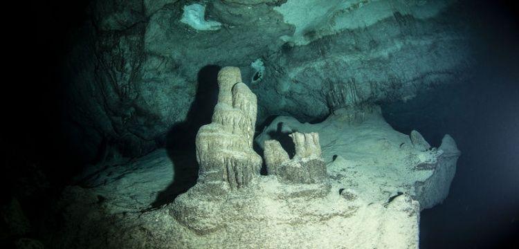 Hatay'da Bilge Taş adı verilen su altı mağarası keşfedildi