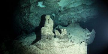 Hatayda Bilge Taş adı verilen su altı mağarası keşfedildi