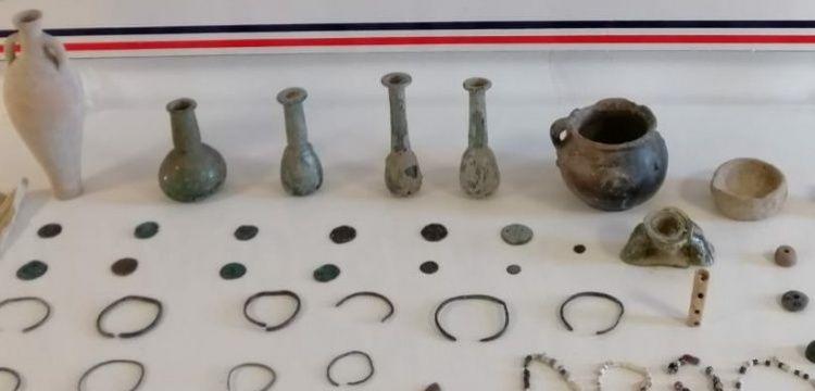 Van'da tarihi eser kaçakçısının evine baskın düzenlendi