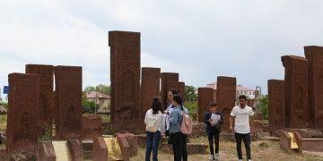 Ortaokul öğrencileri Selçuklu Meydan Mezarlığında ders yaptı