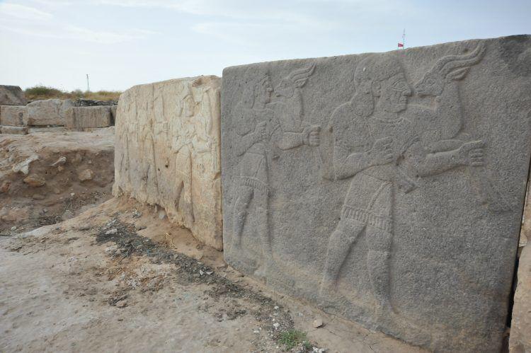 Yarısı Türkiye'de yarısı Suriye'deki arkelojik alan: Karkamış Antik Kenti
