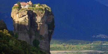 Yunanistanın gökyüzüne asılı mistik kenti: Meteora