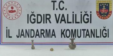 Iğdırdan Vana götürülen iki gözyaşı şişesi ve bir Osmanlı kolyesi yakalandı