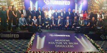 Prof. Dr. Ahmet Taşağıl, TÜMBİFED Yılın Tarihçisi ödülünü aldı