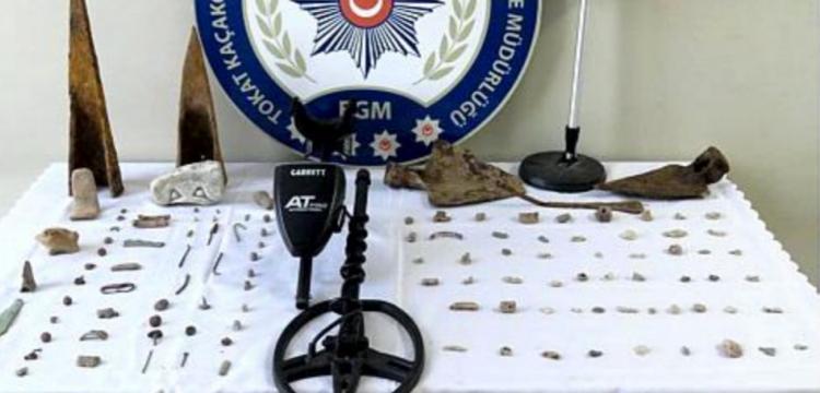 Almus'taki tarihi eser operasyonunda 60 taş, 55 metal obje yakalandı