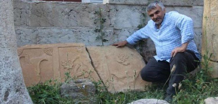 Gümüşhane'de yol kenarında 2 asırlık bir mezar taşı bulundu