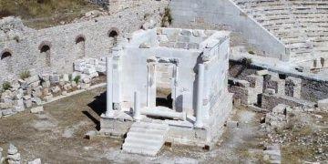 Bozuk restorasyonda plastik kılıf durmadı: Anıt çıplak!