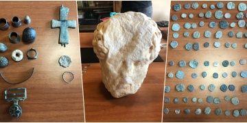 İzmirde skandal: Müzede kayıtsız tarihi eserler bulundu