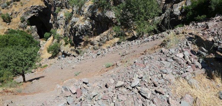 Bırkleyn Mağaralarının önünü tıkayan kayalar hafriyat mı tartışması