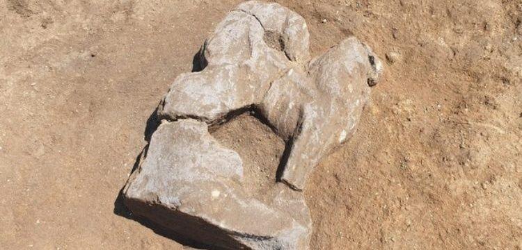İtalya'da Etrüsk dönemine ait kanatlı aslan heykeli bulundu