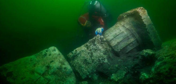Mısır'ın batık şehri Heracleion'da bir tapınak ve bir tekne bulundu