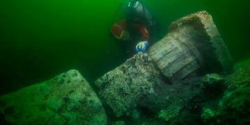 Mısırın batık şehri Heracleionda bir tapınak ve bir tekne bulundu