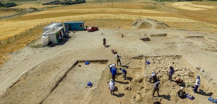 Çavuştepe'de Urartu yöneticilerine ait mezar alanı keşfedildi