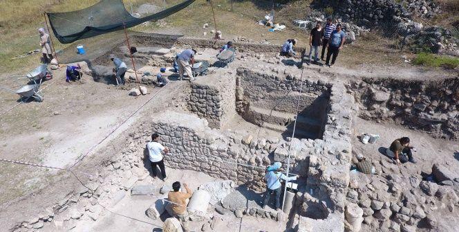 Karabükteki Hadrianaupoliste 2. yüzyıla ait kaya mezar bulundu