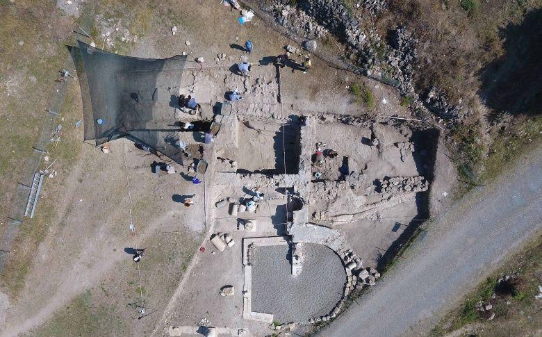 Karabük'teki Hadrianaupolis'te 2. yüzyıla ait kaya mezar bulundu